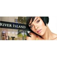 Rihanna River İsland Markası İçin Tasarım Yapacak.