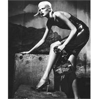 Versace'den Siyah Sonbahar