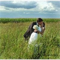 Kırda Ekinler İçinde Dış Çekim Düğün Fotoğrafları