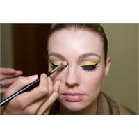 Renkli Eyeliner Nasıl Uygulanmalı?