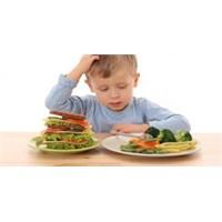 Annenin Yedirme Israrı Çocuğu Obez Yapıyor