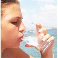 Suyu Ayakta İçmenin Zararları