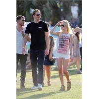 Ünlüler Coachella Festivalinde Ne Giymişler?