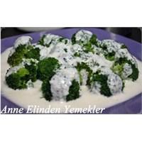 Anne Elinden Yoğurtlu Brokoli Salatası