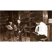 """[Röportaj] """"Müzikli Kütüphane"""" : Hakan Dedeler"""