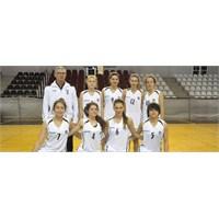 Genç Kızlar İkinci Maçta Farklı Galip Geldi