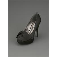 Ünlülerin Ayakkabı Markası : Steve Maden