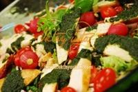 Yeşil Soslu Tavuk Salatası Tarifi