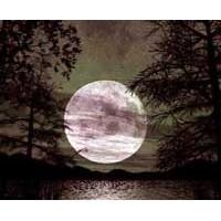 Ay: Güneşten Bunalan Ruhların Tesellisi