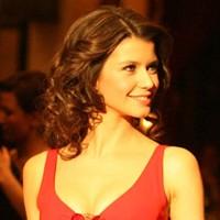 Kırmızı Elbiseleriyle Göz Kamaştıran Türkler