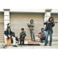 Şehrin Sokaklarında Sanatın Sessiz İsyanı