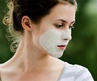 Yorgun Ciltler İçin Besleyici Muz Maskesi