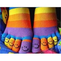 Çorapların Teklerini Gerçekten Anneler Mi Kaybeder