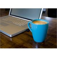 İki Büyük Kahve Zinciri Ve 1 Laptop