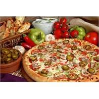 Damak Tadında Biberli Ve Mantarlı Pizza