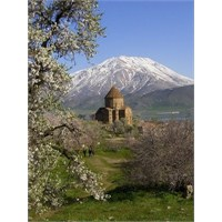 Akdamar Adası Ve Ermeni Kilisesi