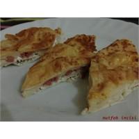 Salamlı Peynirli Börek