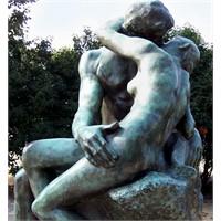Dudaktan Kalbe: Öpüşmenin Faydaları