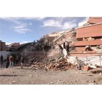 Van'da 7.2'lik Deprem Ve Yardım Yolları