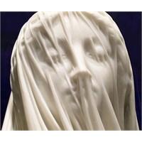 Mermerden Peçe: Peçeli Bakire Meryem Heykeli