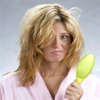 Saçların Sık Taranması Kellik Riskini Arttırıyor