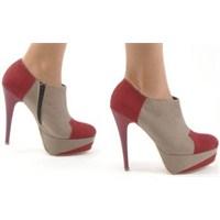 Topuklu Ayakkabının Verdiği Zararlar