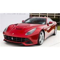 2013 Ferrari F12berlinetta Monterey'i Salladı