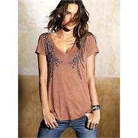 Büyük Göğüslü Kadınlar İçin Giyim Önerileri