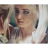 Aynamdaki Kadın