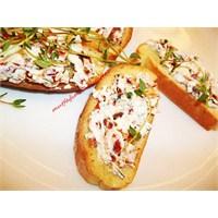 Peynirli Kızarmış Ekmekler (Bruschetta)