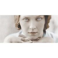Vazgeçmiş Bir Kadınınkinden Büyük Yorgunluk Yoktur