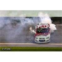 Nascar Sprint Unlimited: Sezon Açılışı Harvick'ten