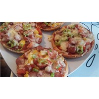 Hamburger Ekmeğinden Karışık Pizza