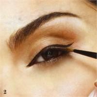 Simetrik Şekilde Eyeliner Nasıl Sürülür?