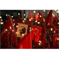 Cadde'de Geleneksel Cumhuriyet Yürüyüşü