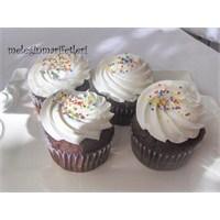 Beyaz Çikolata ve Kestane Dolgulu Cupcake