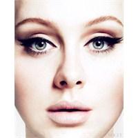 Adele'nin Makyajının Nasıl Yapıldığına Bir Bakalım