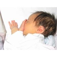 Bebeklerin Parmak Emmesi Ne Anlama Gelir?