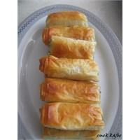 Baklava Yufkasından Çıtır Ispanaklı Börek