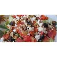 Fazlıkızından Beyaz Peynirli &cevizli Kolay Salata