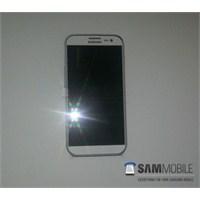 Samsung Galaxy İv'ün İlk Fotoğrafı Sızdı