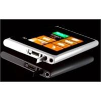 Beyaz Nokia Lumia 800 Yolda