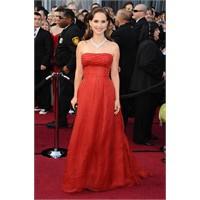 Natalie Portman'ın Oscar'da Giydiği Christian Dior