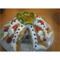 Yaz Meyveli Yaş Pasta Tarifi