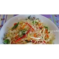 Kolay Ve Nefis Beyaz Hindiba Salatası