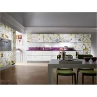 Parlak Ve Desenli Mutfak Dolapları