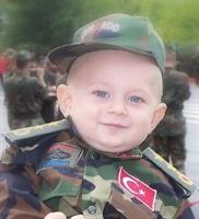 Minik [çocuk] Asker   Polislerimiz