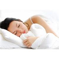 Az Uyuyan Kadınlar Şişmanlıyor!