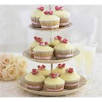 Şeker Hamurundan Güllerle Süslü Romantik Cupcakele