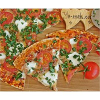 Maydanozlu Tortilla Pizza (Resimli)